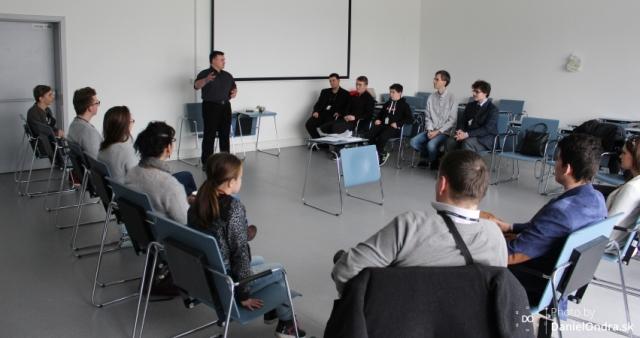 Miloslav Ofúkaný viedol na Junior Internet 2016 workshop Ako úspešne prezentovať projekt a viesť tímovú komunikáciu pre súťažiacich kategórie JuniorLEARN.