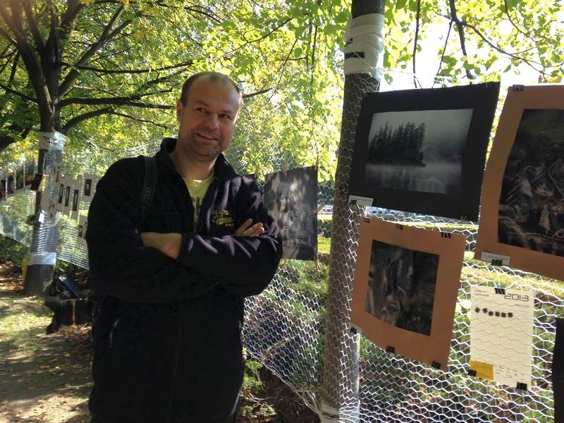 Peter Kaclík na fotografickej výstave v bratislavskej Medickej záhrade koncom leta 2013, foto: archív P.Kaclík