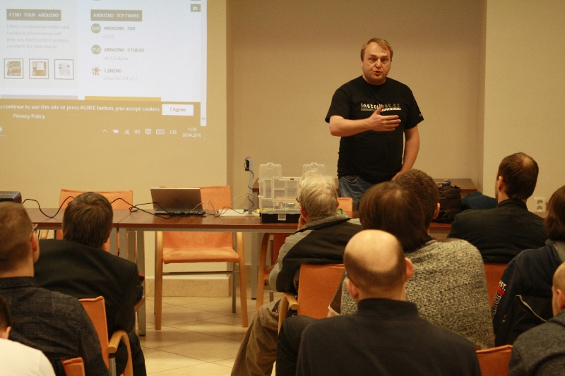 Štepán Bechynský a jeho workshop o Arduine, foto: Miloslav Ofúkaný
