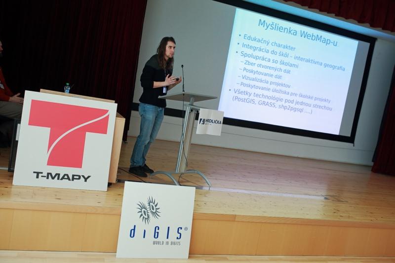 Martin Pravda prezentuje na GISáčkovi 2016 tému GIS hosting pre školské projekty, foto: Michal Kačmařík