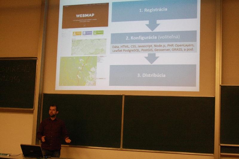 Martin Kalivoda v živej ukážke demonštroval súčasnú funkcionalitu GIS hostingu WebMap, foto: Monika Sedláková