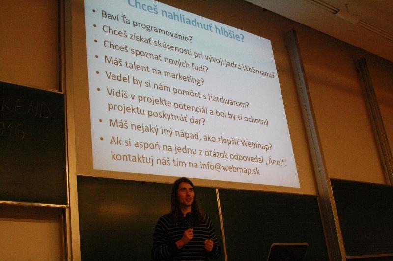 Martin Pravda otázkami do publika nabádal prítomných, aby sa pridali do WebMap tímu, foto: Monika Sedláková